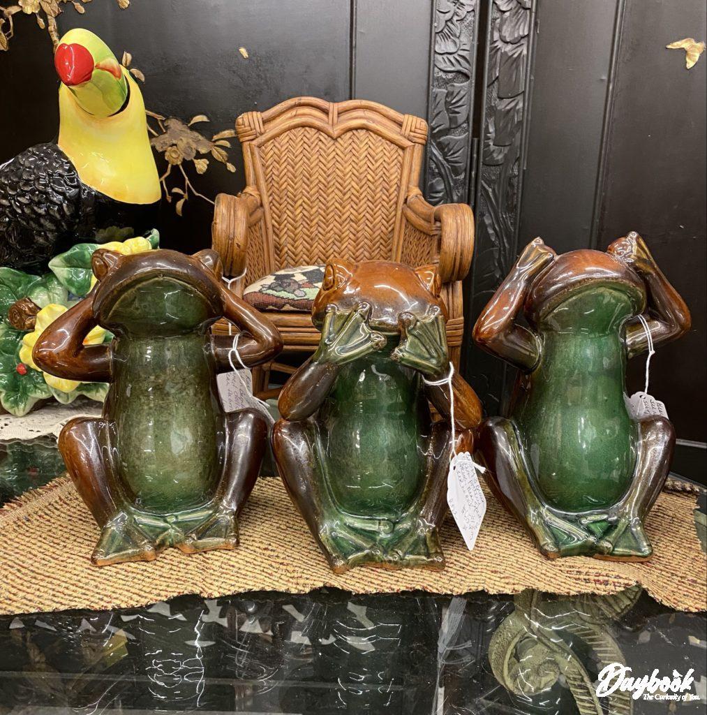 3 green glass frog figures- hear, see, speak no evil